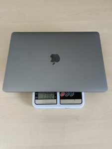 macbook pro 13 на весах